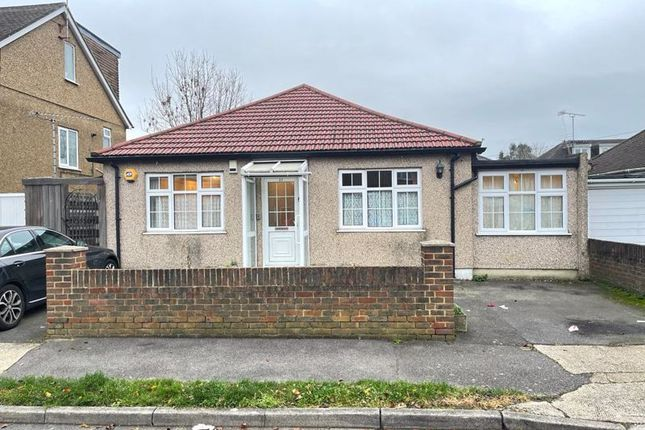 4 bed bungalow to rent in Mahlon Avenue, Ruislip HA4