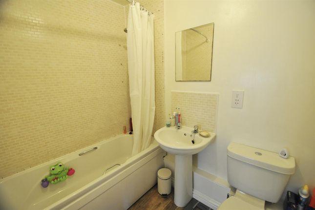 Modern Bathroom of Pinbridge Mews, Pinhoe, Exeter EX4