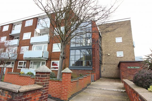 Thumbnail Maisonette for sale in Da Volls Court, Gorleston