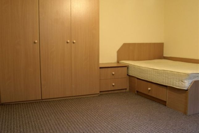 Thumbnail Property to rent in Otley Road, Headingley, Leeds