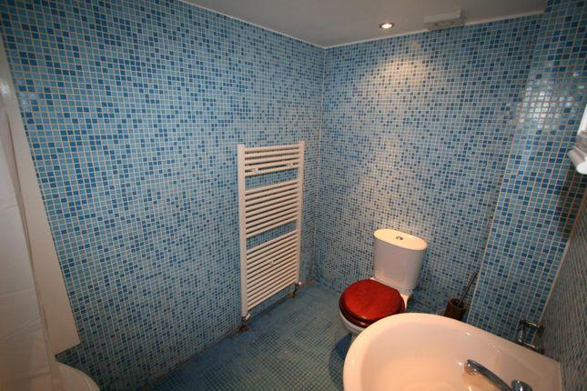 Bathroom of Flat 1, 40 Hyde Terrace, City Centre LS2