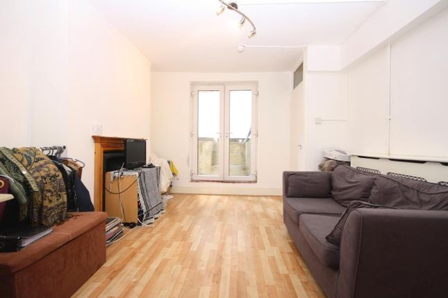 Studio to rent in New Cross Road, New Cross