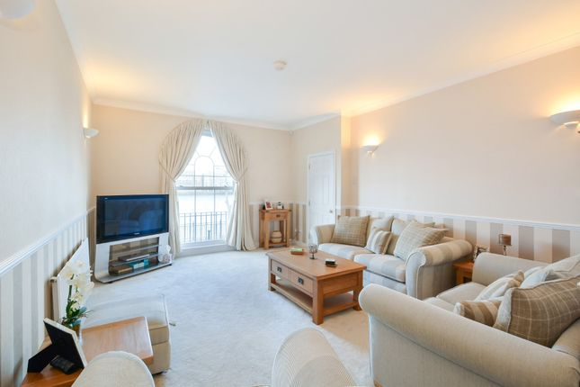 Thumbnail Town house for sale in Sovereign Crescent, London
