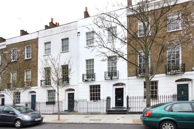 Thumbnail Flat for sale in College Cross, London