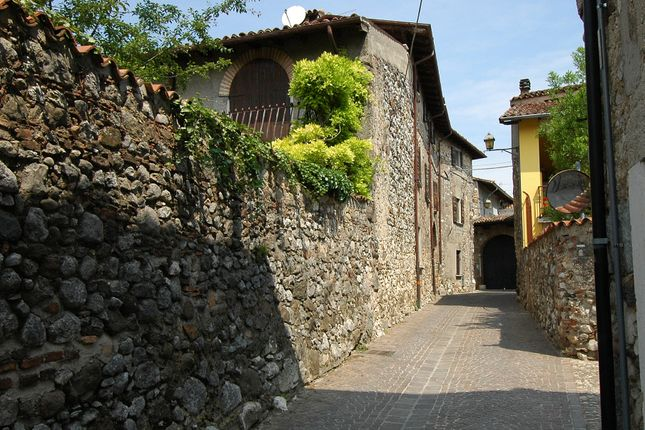 Town house for sale in Via Garda, Lake Garda, Italy
