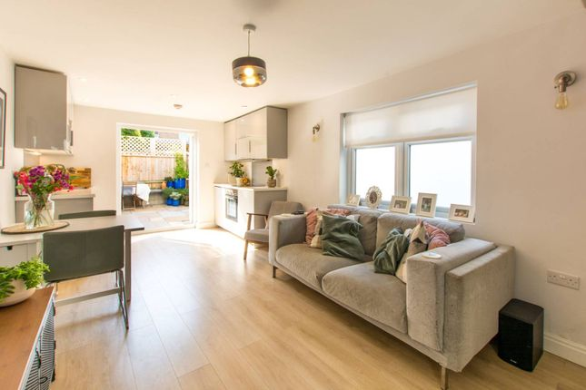 Thumbnail End terrace house for sale in Glenthorne Road, New Southgate, London