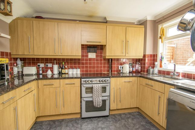 Kitchen of Bensgrove Close, Woodcote, Reading RG8