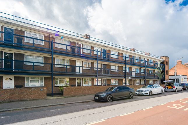 Thumbnail Flat for sale in Essex Road South, London