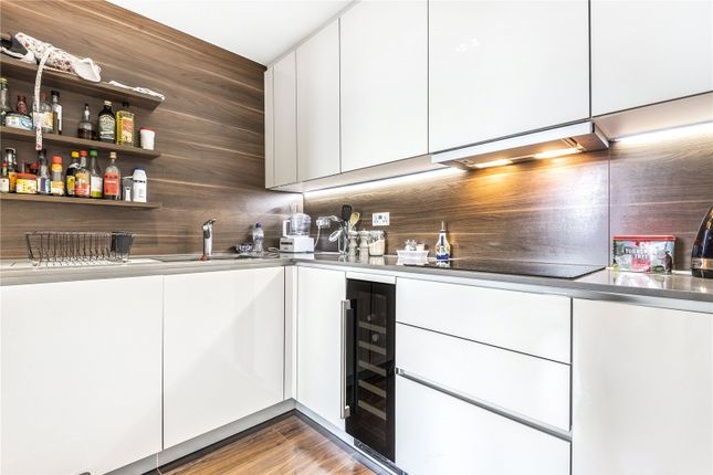 Thumbnail Flat to rent in Devan Grove, Manor House, London