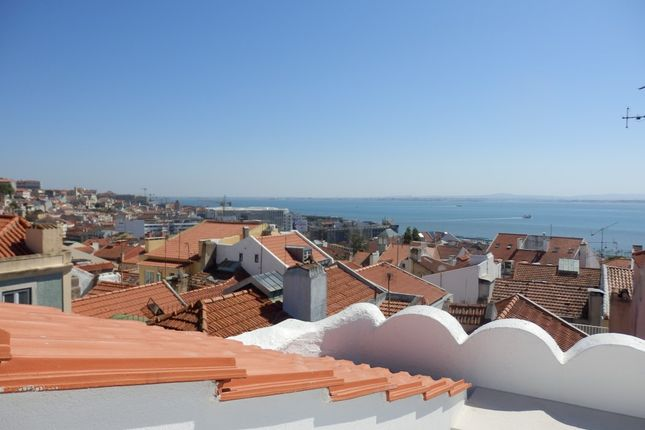 Thumbnail Apartment for sale in Madragoa, Estrela, Lisbon City, Lisbon Province, Portugal