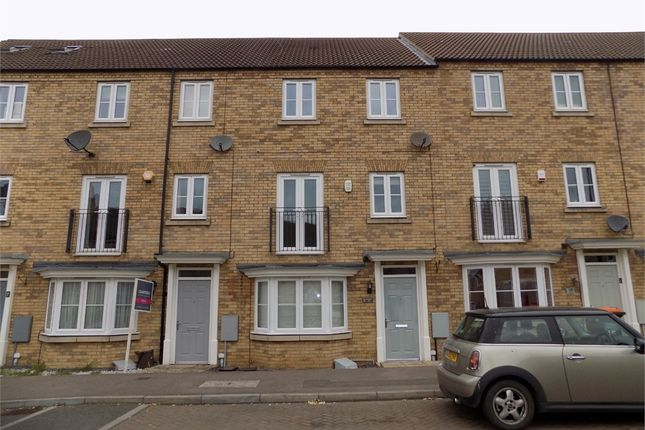 Thumbnail Town house to rent in Kingfisher Drive, Leighton Buzzard, Bedfordshire