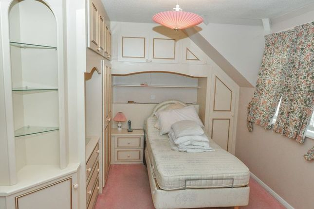 Bedroom of Collingwood Court, Royston SG8