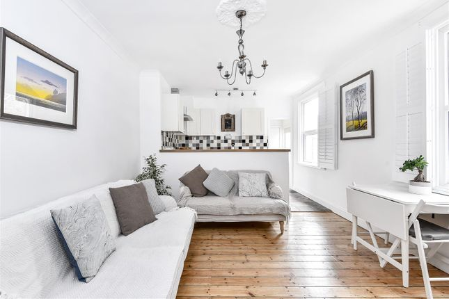 Thumbnail Flat for sale in Renmuir Street, London