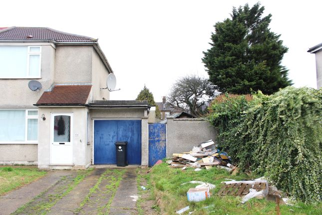 Thumbnail Property for sale in Clydesdale, Enfield