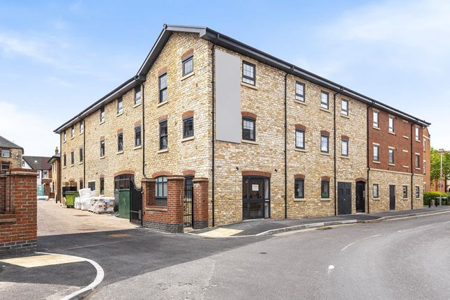 2 bed flat for sale in Swindon, Wiltshire SN1