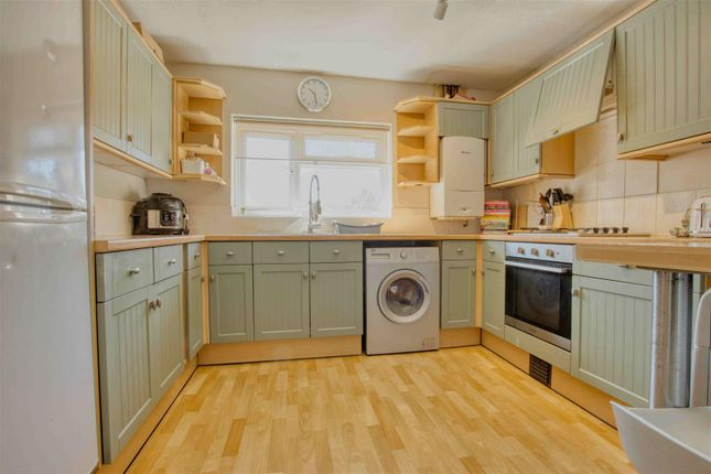 Thumbnail 2 bed flat to rent in Brook Road, Borehamwood
