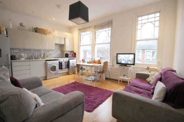 Thumbnail Flat to rent in Harberton Road, Archway