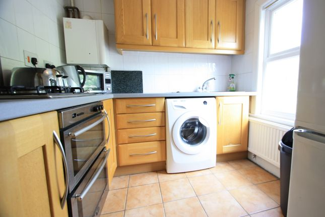 2 bed flat to rent in Strathleven Road, Brixton SW2