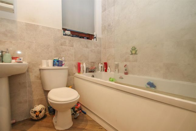 Bathroom of Winton Hall, Westcliff Avenue, Westcliff-On-Sea SS0