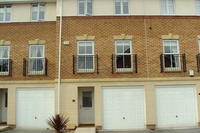 Thumbnail Town house to rent in Cedar Mews, Wakefield