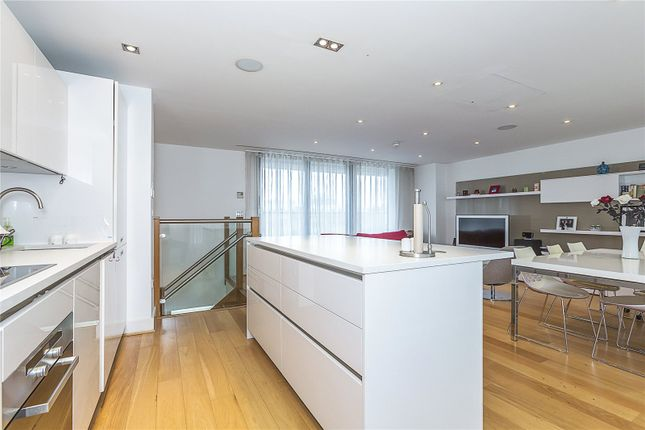 Thumbnail Flat for sale in Christopher Court, 97 Leman Street, London