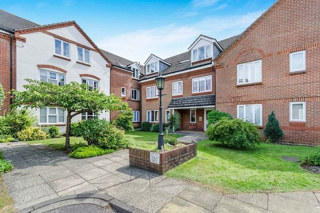 Flat to rent in Dove Gardens, Park Gate, Southampton