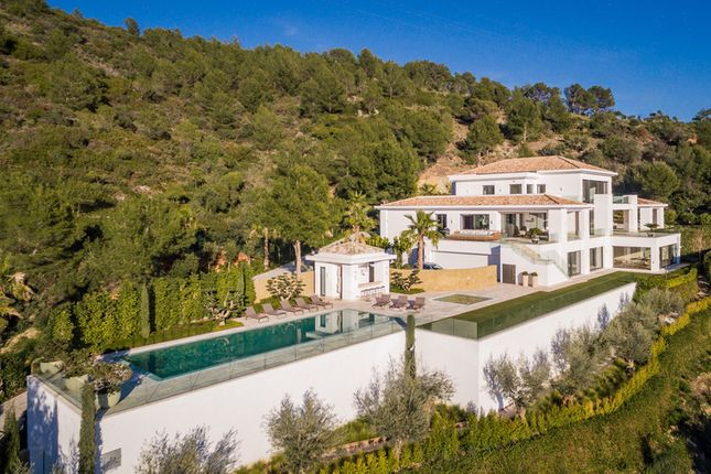 Thumbnail Villa for sale in Cascada De Camojan, Costa Del Sol, Spain
