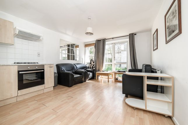 4 bed flat to rent in Charles Barry Close, London