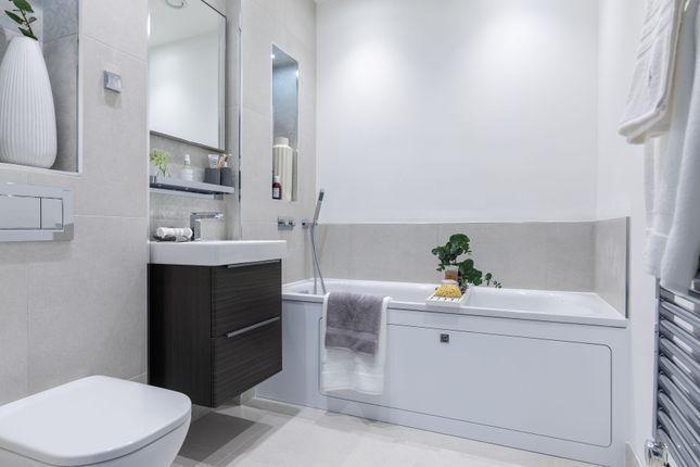 1 bedroom flat for sale in Longwater Avenue, Green Park, Reading
