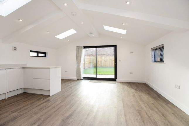 2 bed barn conversion to rent in Hunt Hall Lane, Welford On Avon, Stratford-Upon-Avon CV37