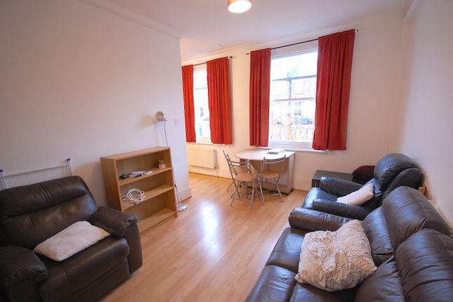 Thumbnail Flat to rent in Woodstock Road, London