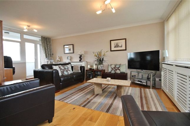 Thumbnail Flat for sale in The Knoll, Ealing