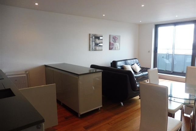 2 bed flat to rent in William Jessop Way, Liverpool