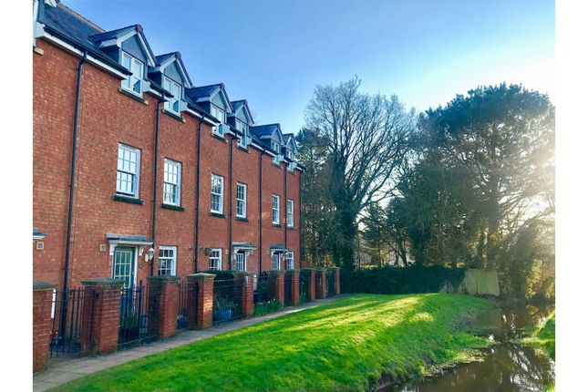Thumbnail Town house for sale in Fairby Close, Tiverton
