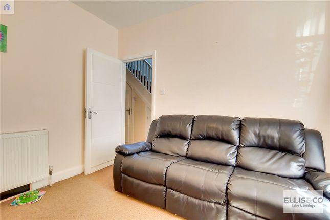 Picture No. 04 of Clive Road, Enfield EN1