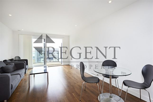 2 bed flat to rent in Cornmill House, Wharf Street SE8