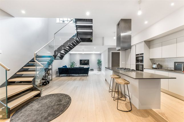 Thumbnail Terraced house to rent in Avery Walk, London