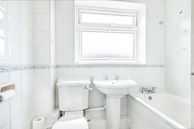 Bathroom of Rosedale Gardens, Thatcham RG19