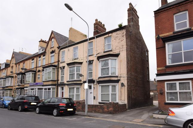 Thumbnail End terrace house to rent in Windsor Crescent, Bridlington