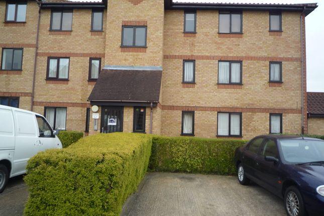 Thumbnail Flat to rent in Lowestoft Drive, Burnham, Slough