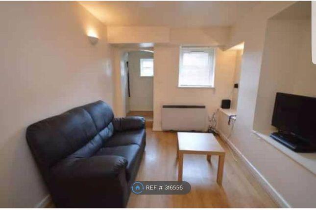 Thumbnail Flat to rent in Kirkstall Lane, Leeds