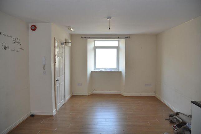 Thumbnail Flat to rent in Kingsland Road, Holyhead