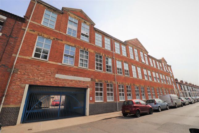 2 bed flat for sale in Talbot Road, Abington, Northampton NN1