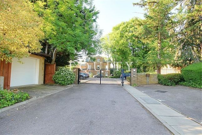 Thumbnail Flat for sale in Foxwood Green Close, Enfield
