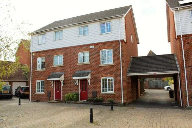 Thumbnail Town house for sale in Imperial Way, Ashford