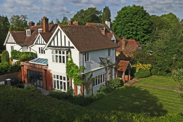 Thumbnail Link-detached house for sale in Russell Close, Walton On The Hill, Tadworth