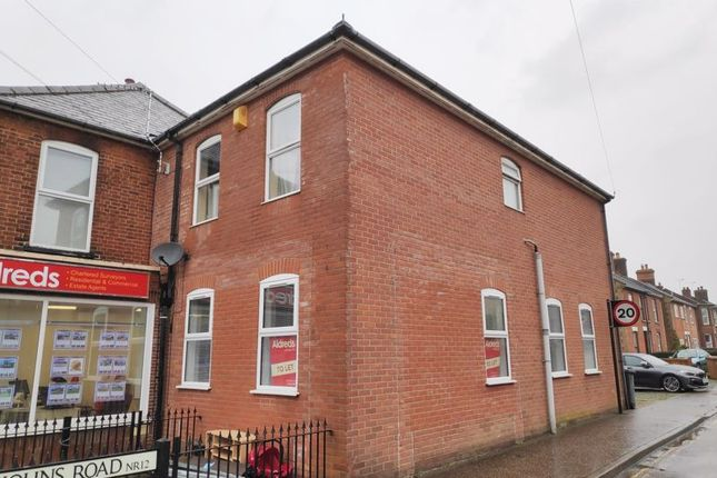 2 bed flat to rent in High Street, Stalham, Norwich NR12