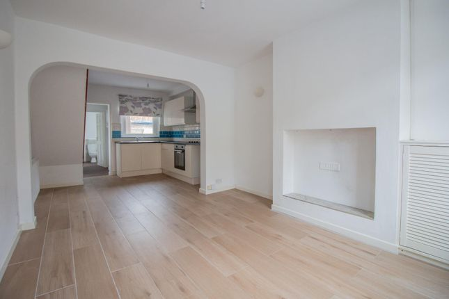 2 bed terraced house to rent in Alexandra Road, Lancaster LA1