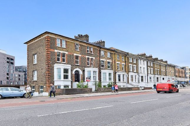 4 bed flat to rent in St. John's Hill, London