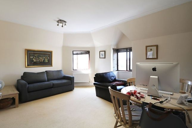 Thumbnail Flat for sale in Earls Court Road, London